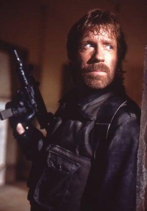 Même Chuck Norris prend ses précautions avant de lancer son blog